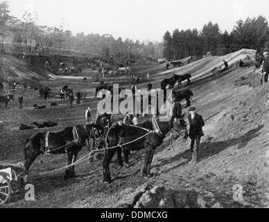 Brooklands motor racing circuit under construction, Surrey, c1906-c1907. Artist: Unknown - Stock Photo