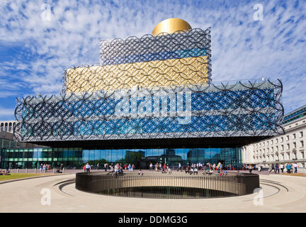 Birmingham, UK. 4th September 2013. People outside the entrance to the new Library of Birmingham which was officially - Stock Photo