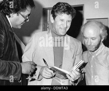 Amos Oz (1939 - ), Israeli writer, 1985. - Stock Photo