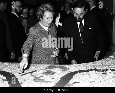 Margaret Thatcher (1925- ), British Prime Minister, viewing the Canary Wharf scheme, 1988. Artist: Unknown - Stock Photo
