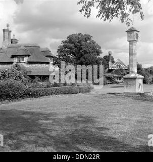 Sundial and cottages in Hallen Road, Blaise Hamlet, Henbury, Bristol, 1945. Artist: Eric de Maré - Stock Photo