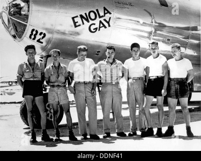 Enola Gay. The ground crew of the B-29 'Enola Gay' which atom-bombed Hiroshima, Japan. Col. Paul W. Tibbets, the - Stock Photo