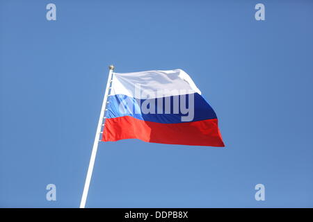 St. Petersburg, Russia. 05th Sep, 2013. The Russian flag waves above the Constantine Palace in Strelna near St. - Stock Photo
