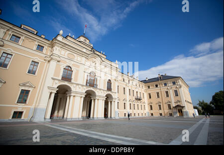 St. Petersburg, Russia. 05th Sep, 2013. A view of the Constantine Palace in Strelna near St. Petersburg, Russia, - Stock Photo