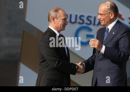 St. Petersburg, Russia. 05th Sep, 2013. Russian President Vladimir Putin (L) talks to Italian Prime Minister Enrico - Stock Photo