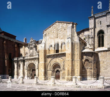 Royal Romanesque collegiate church of San Isidoro, León. Castilla-León, Spain - Stock Photo