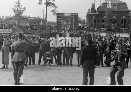 Second World War / WWII, France, release of French prisoners of war, in return for the passive behaviour of the - Stock Photo