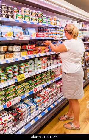 A woman in her 30's shopping in a supermarket in the Uk - Stock Photo