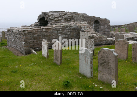 The remains of the 12th century Norse Cross Kirk church at Tuquoy on Westray, Orkney. - Stock Photo