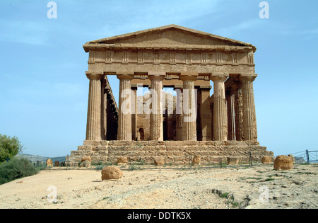 The Temple of Concordia, Agrigento, Sicily, Italy. Artist: Samuel Magal - Stock Photo