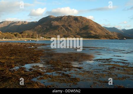 The Druim Fada ridge over Camas Bàn bay on Loch Hourn at sunset, Arnisdale, Highland region, Scotland, UK. - Stock Photo