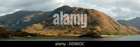 The Druim Fada ridge over Camas Bàn bay on Loch Hourn, Arnisdale, Highland region, Scotland, UK. - Stock Photo