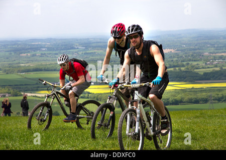 Mountainbikers on Devil's Dyke, overlooking The Weald, South Downs, near Brighton, Sussex, England, UK - Stock Photo