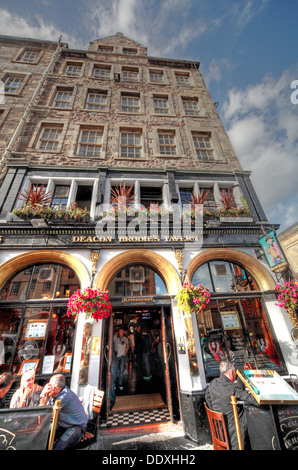 Deacon Brodies Tavern, Royal Mile, EDN, Edinburgh City, Scotland, UK - with drinkers - Stock Photo