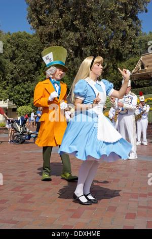 Alice in Wonderland, Mad Hatter, Tourist, Disneyland ...