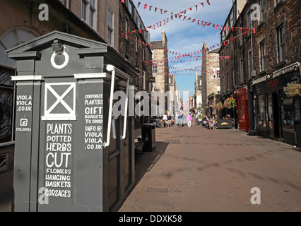 Rose Street,Edinburgh,Scotland,UK a place to drink,eat,party - with old Tardis Police Box - Stock Photo