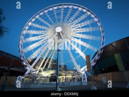 Echo Wheel at Albert Dock at Nighttime liverpool Merseyside England UK - Stock Photo