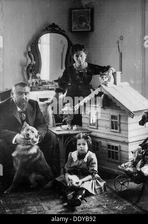Russian author Alexander Kuprin at home with his family, Gatchina, Russia, early 20th century. - Stock Photo