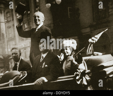 Woodrow Wilson returns from Paris after the signing of the Treaty of Versailles, 1919. Artist: Unknown - Stock Photo