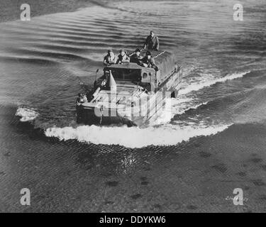 GMC DUKW amphibious vehicle, Fort Sheridan, Illinois, USA, 1940s. - Stock Photo