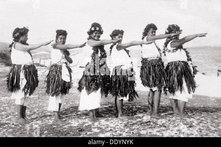 Hula girls, Honolulu, Hawaii, USA, 1919. - Stock Photo
