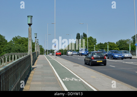 Traffic on Twickenham Bridge, Richmond, London, UK. - Stock Photo