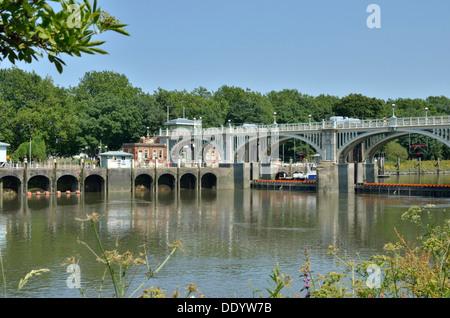 Richmond Lock and Weir on the River Thames, Twickenham, London, UK. - Stock Photo