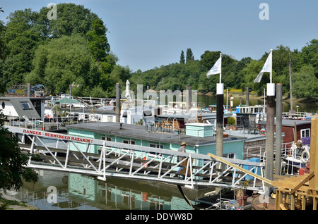 Houseboats on the River Thames at Isleworth, London, UK - Stock Photo