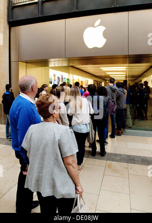 People in a queue queuing outside the Apple Store, Grand Arcade shopping centre, Cambridge UK - Stock Photo