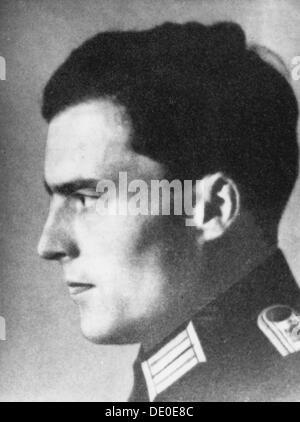 Claus Schenk Graf von Stauffenberg, German army officer, c1930s-c1940s. A Catholic aristocrat, Stauffenberg (1907 - Stock Photo