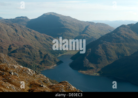 Sgurr a' Mhaoraich over the head of Loch Hourn, from the eastern summit of Druim Fada, Highland region, Scotland, - Stock Photo