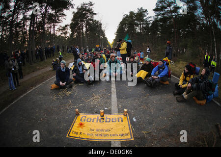 Anti-nuclear protest by x1000-mal-quer in the Wendland region, anti-nuclear protesters occupying the entrance to - Stock Photo