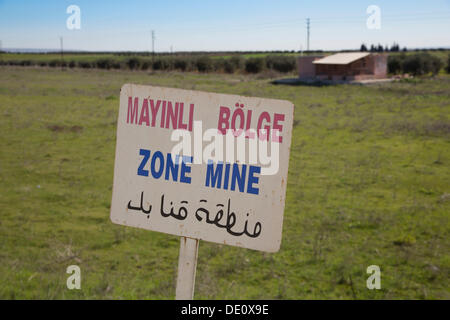 A sign warning of land mines on the Syrian-Turkish border - Stock Photo