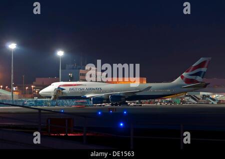 British Airways Boeing 747-436 at the CargoCity North Terminal of Frankfurt Airport at Night, Frankfurt, Hesse, PublicGround