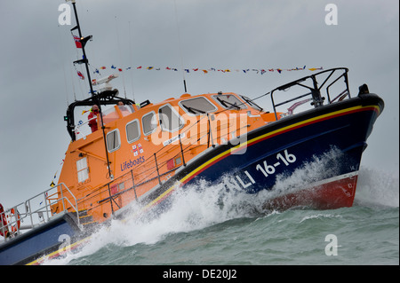The RNLI Tamar-class lifeboat Mollie Hunt in action off  Appledore on the North Devon coast - Stock Photo
