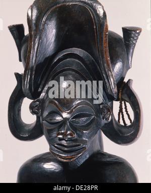 Chief wearing typical Chokwe chiefs headdress. - Stock Photo