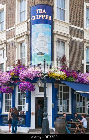 Great Britain, England, London, Knightsbridge, Montpelier Street, Tea Clipper pub restaurant - Stock Photo