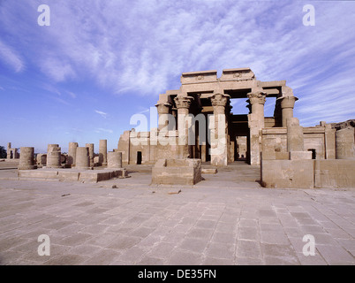 View of the double temple at Kom Ombo, dedicated to the crocodile god Sobek and Horus ( Haroeris, 'Horus the Elder' - Stock Photo