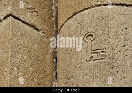 Quarryman mark, key shaped, in Iglesia de Santiago; Romanesque architecture, XIIth century. Agüero. Huesca province. - Stock Photo