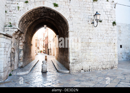 An antique archway in the old town of Barletta - Stock Photo