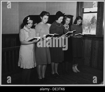 Landaff, Grafton County, New Hampshire. The choir, like the congregation itself, is small and unvary . . . 521505