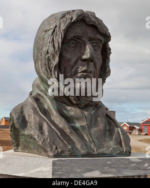 Statue of Norwegian polar explorer Roald Amundsen in Ny-Alesund, Spitsbergen, Svalbard, Norway - Stock Photo