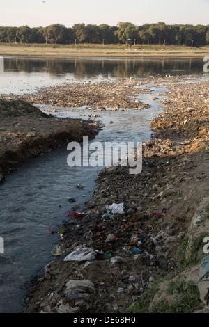 India, Uttar Pradesh, Agra, pollution in stream that flows into Yamuna river at Taj Mahal - Stock Photo