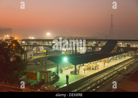 India, Uttar Pradesh, New Delhi Railway Station at pre dawn - Stock Photo