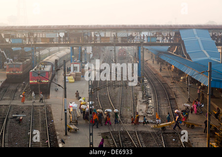 India, Uttar Pradesh, New Delhi Railway Station - Stock Photo