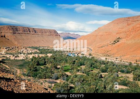 Morocco Er-Rachidia Ifri village and countryside - Stock Photo