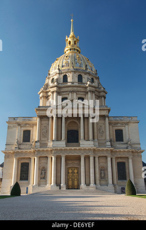 The façade of The Dome Church of St-Louis-des-Invalides, in Paris. This shining baroque masterpiece now houses Napoleon's - Stock Photo
