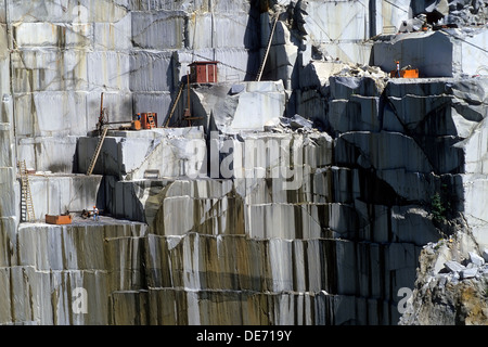 Sheer rock face of an open-pit granite quarry in Barre, Vermont, USA. - Stock Photo