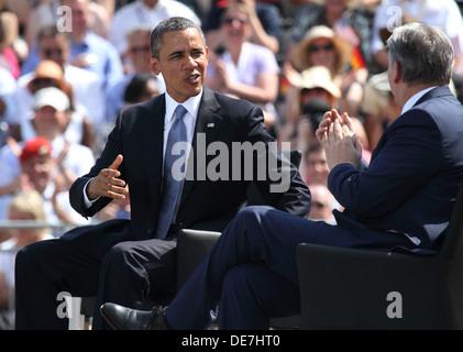 Berlin, Germany, U.S. President Barack Obama and the governing mayor Klaus Wowereit at the Brandenburg Gate - Stock Photo
