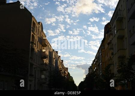 View into the Gaudystraße street during sunset in Berlin-Prenzlauer Berg, Germany, 04 September 2013. Photo: JENS - Stock Photo